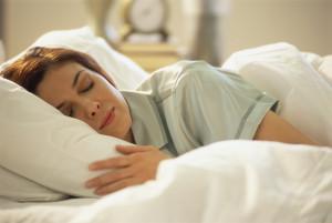 Сон на боку иногда защищает от храпа